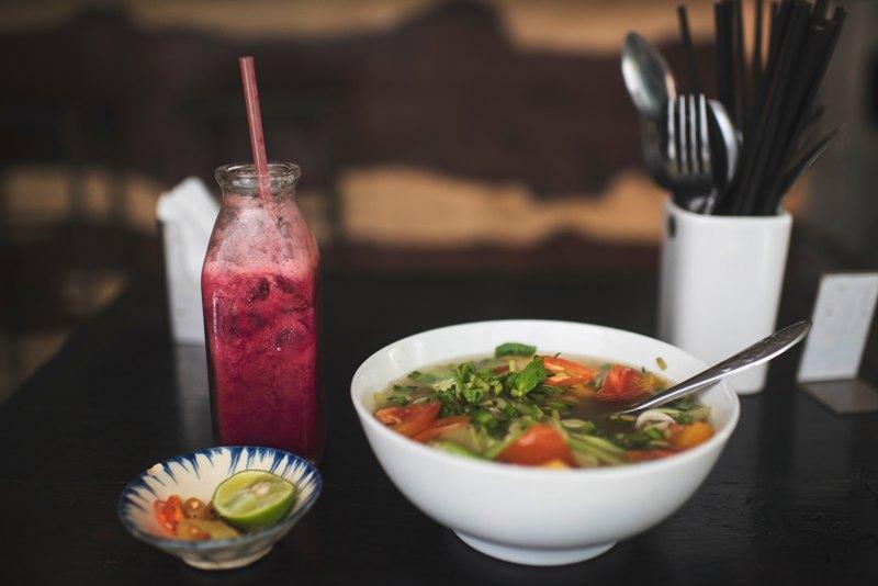 Succo di frutta e zuppa